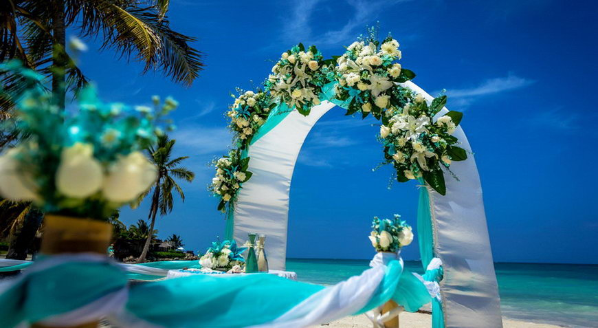 Canadian beach wedding